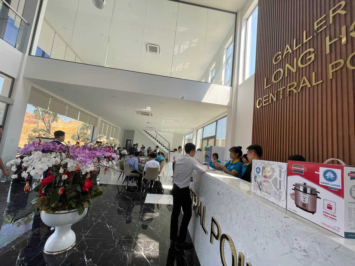 sales gallery khu nha dieu hanh long hoi central point - LONG HỘI CENTRAL POINT